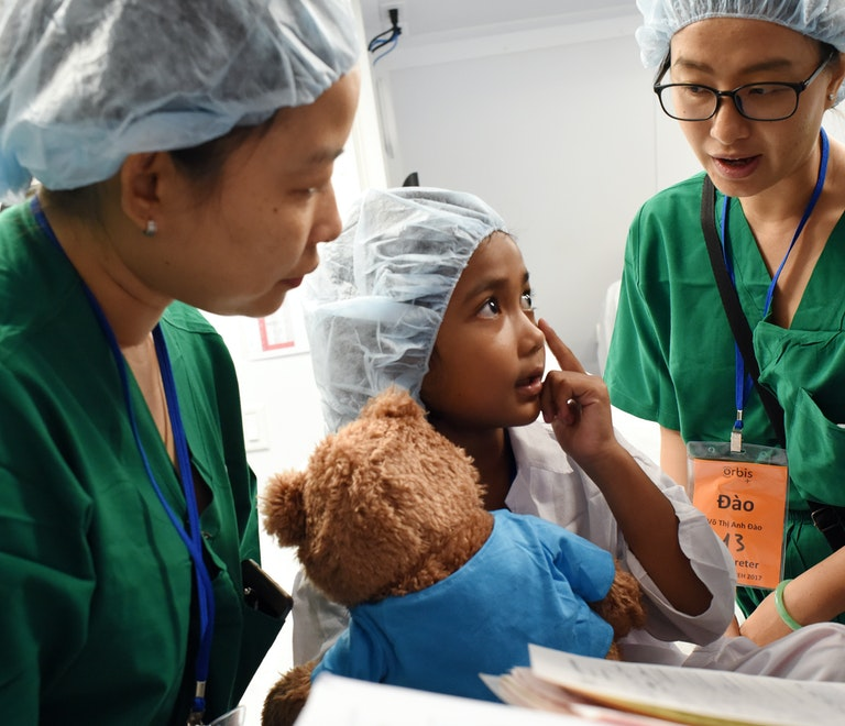 Vietnamese paediatric patient Dieu talking to doctors