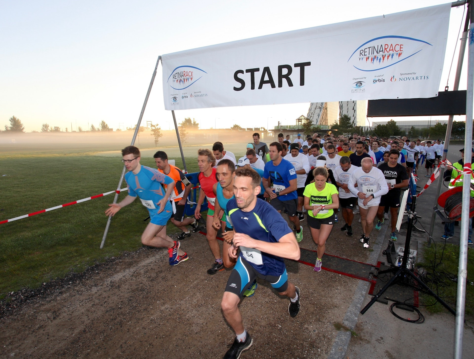 Participants start running the Retina Race in aid of Orbis back in 2016