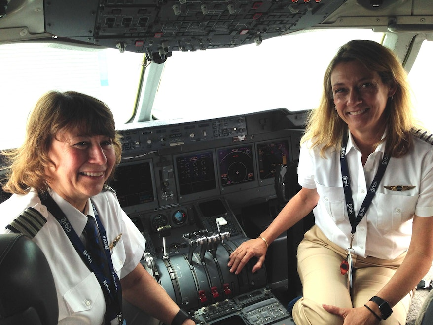 Volunteer pilots Cyndhi and Cheryl in the Orbis Flying Eye Hospital cockpit
