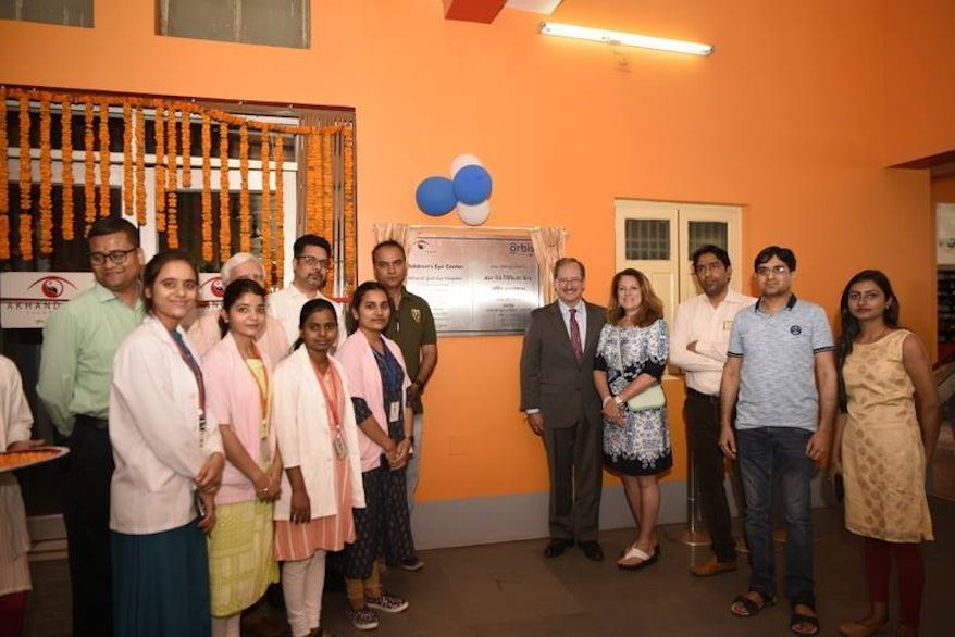 Orbis CEO Bob Ranck unveils the inauguration plaque at the opening ceremony of the first ever Children's Eye Care Center in Bihar