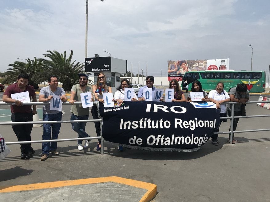 Orbis's IRO partners welcome us to Peru by holding up the word 'WELCOME'