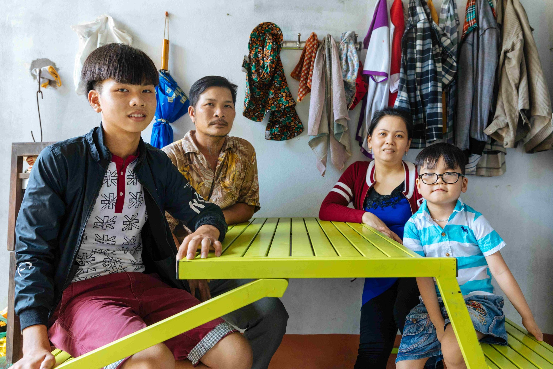Cataract patient Tam, 5 years, at home with his family in Quy Nhon